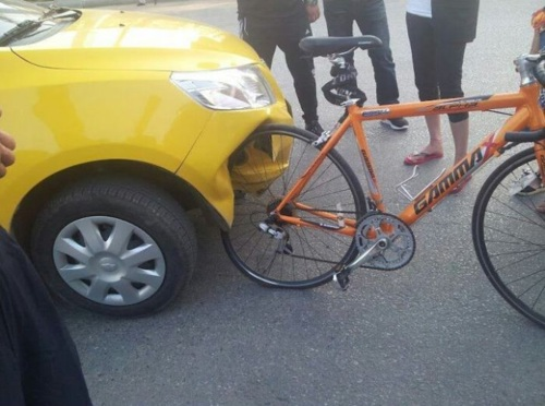 bicycle wheel destroys front of car, strong bicycle wheel frame