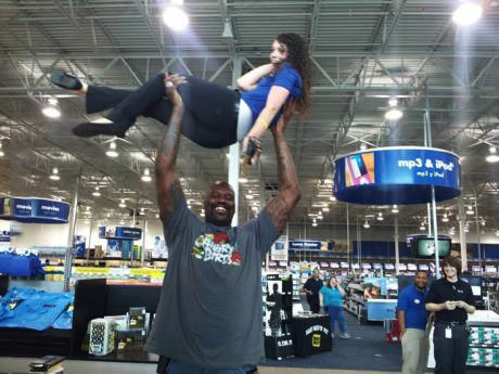 shaquille o'neal, lol, best buy, employee, girl, lift