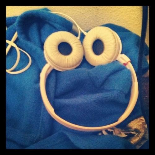 cookie monster, headphones