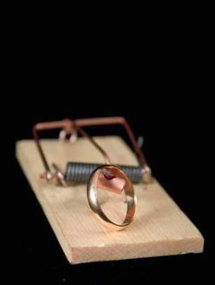 mouse trap, wedding ring