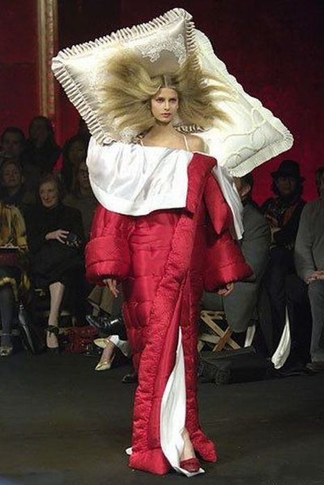 fashion, bed, model, show, pillow, comforter, bed, wtf, lol