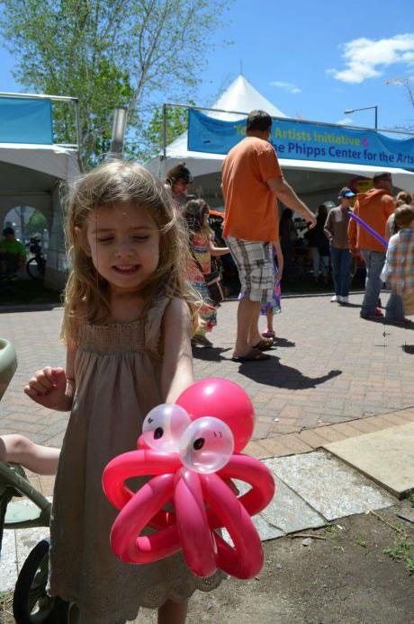 girl holding zoidberg balloon from futurama