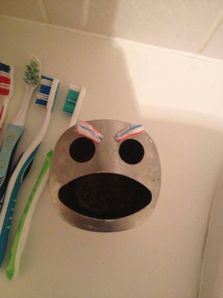 toothpaste, toothbrush holder, face, angry, lol