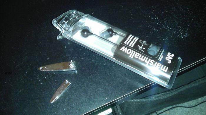 hard plastic package, nail clippers, broken, troll packaging