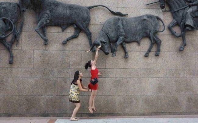 girls, jump, ass grab, timing, photo