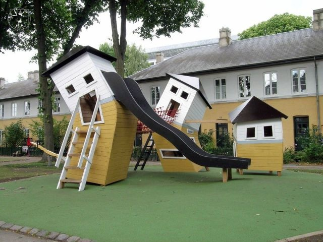 park, crooked houses, wtf
