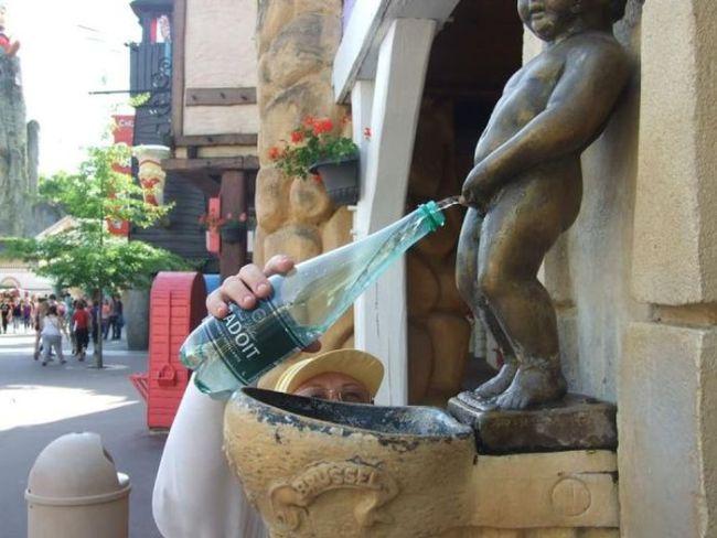 fountain, statue, pissing, water bottle