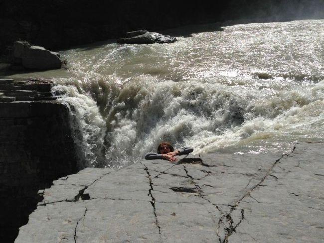 water fall, photo, falling off ledge, troll, prankl