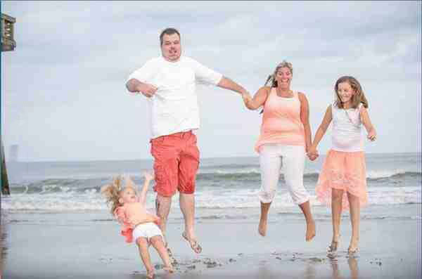 family photo, timing, everyone jump, little girl, fail