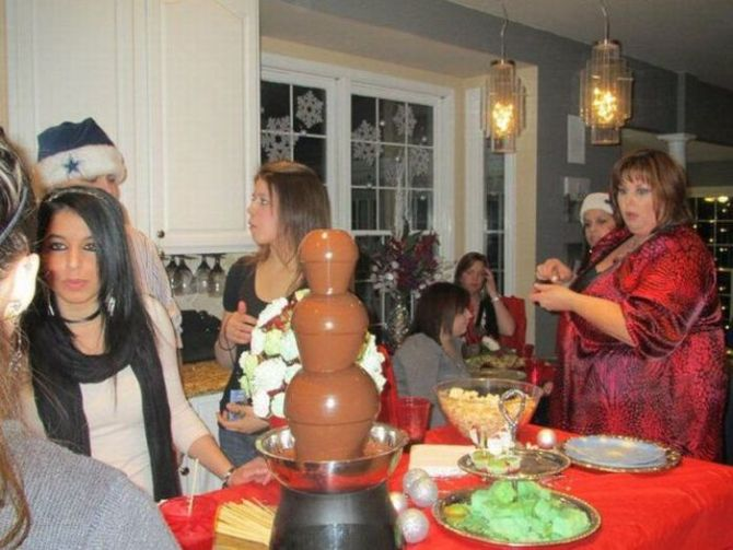 the look, chocolate fountain, heavy set woman, fat, lol