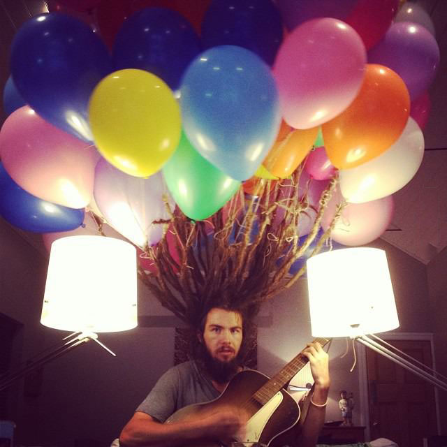 this guy attached helium balloons to his dreads and cut them off