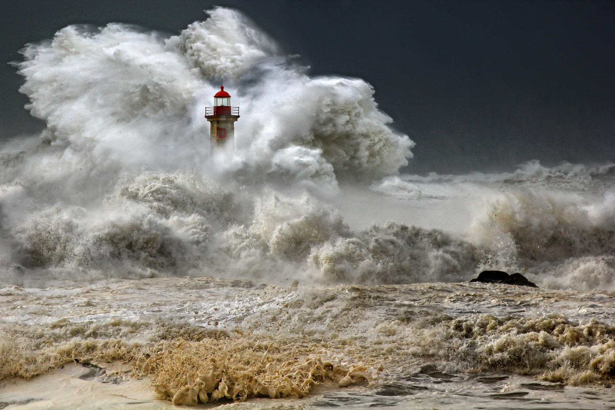 huge waves strike lighthouse, the beauty of mother nature