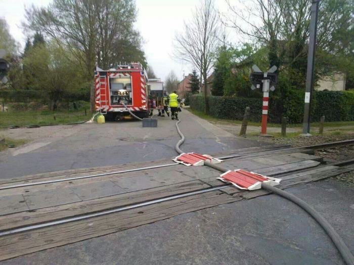 meanwhile in the netherlands, hose over train tracks, wtf, fail