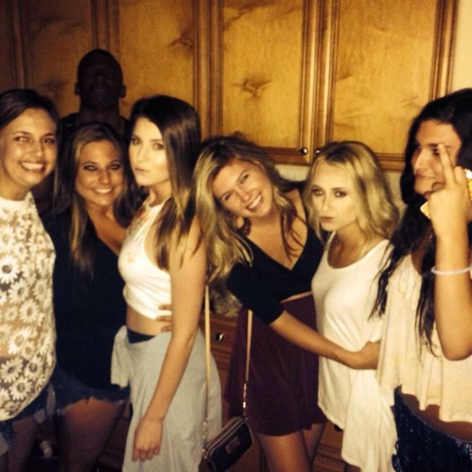 hot girls line up for a photobomb, when you see it, shitbrix