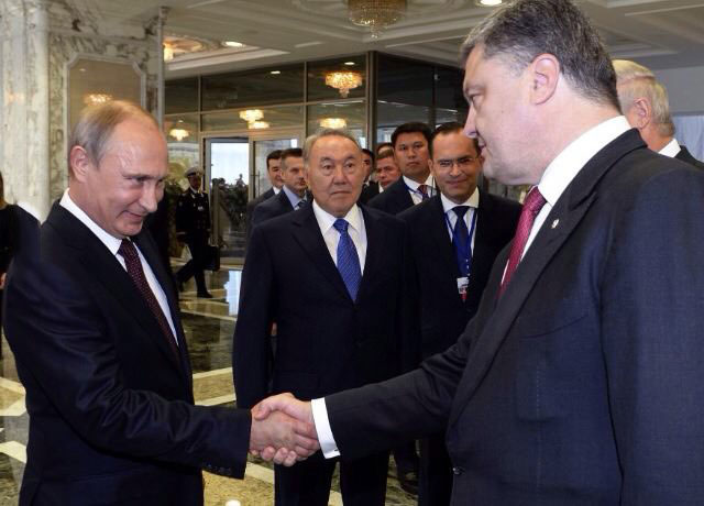 this picture says more than 1000 words, vladamir putin meets petro poroshenko, russia, ukraine