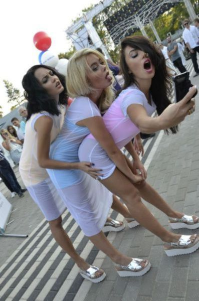 the ultimate sexy triple selfie