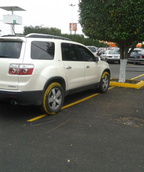 karma, car has yellow lines on wheels after parking like a dick
