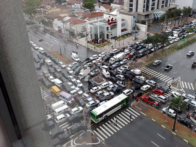 somebody clearly didn't think this intersection through very well, epic traffic jam