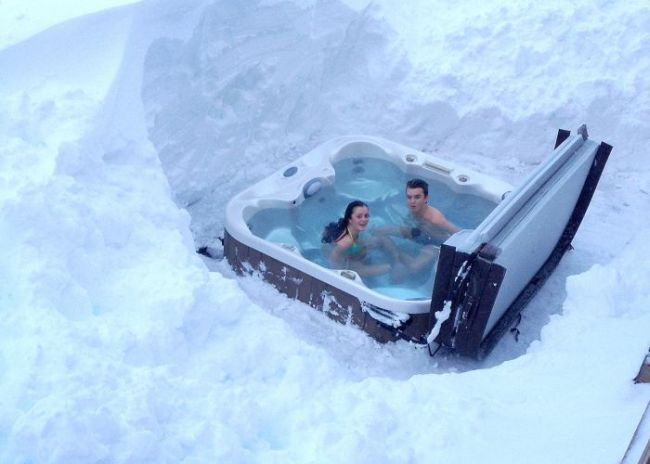 hot tub in the snow, win