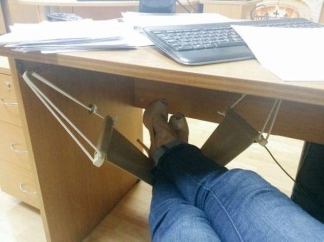 foot hammock for your desk foot hammock for your desk   justpost  virtually entertaining  rh   justpo st