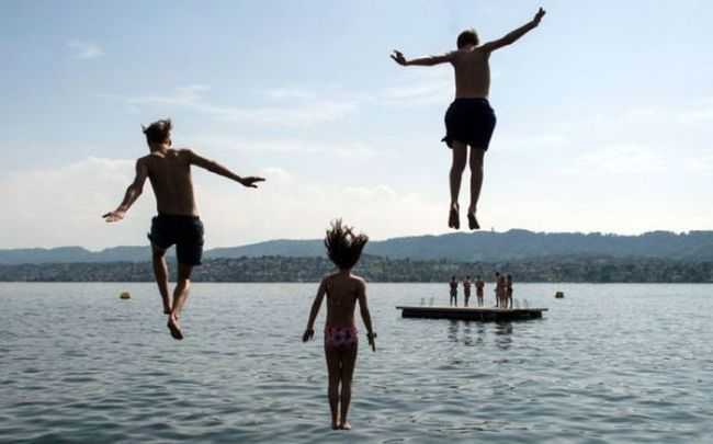 three kids jumping into the water