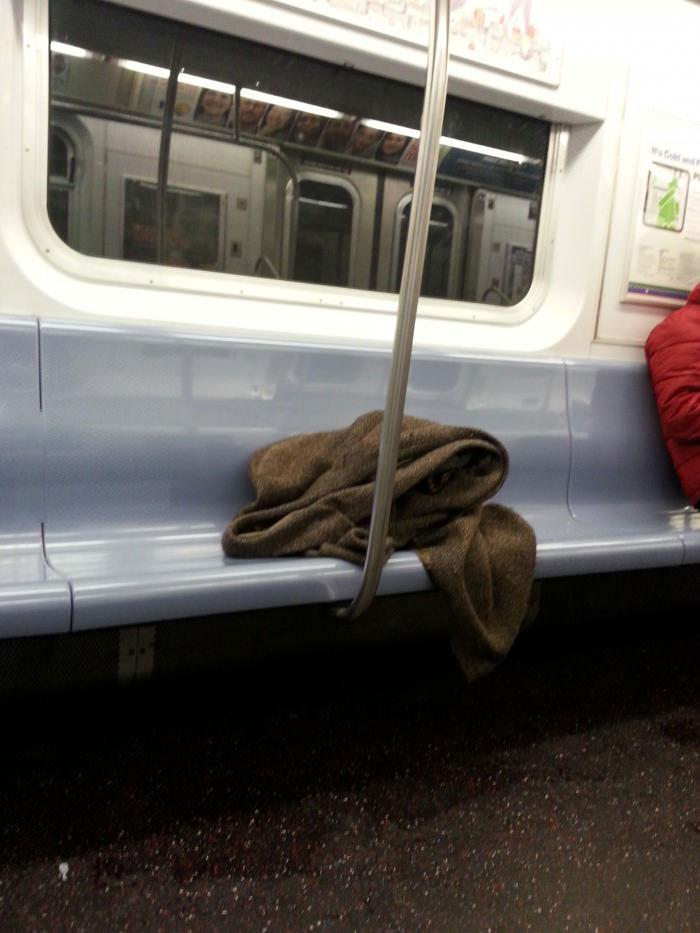 awesome obi wan kenobi cosplay on the subway