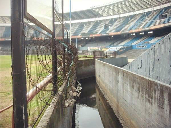 just a soccer stadium in europe, mote, barbed wire fence