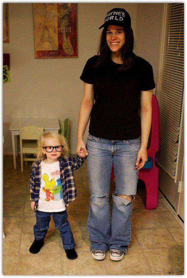 mother and daughter wayne's world cosplay, costume, win