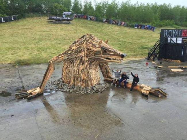 most bad ass bonfire ever, giant wolf wood art piece