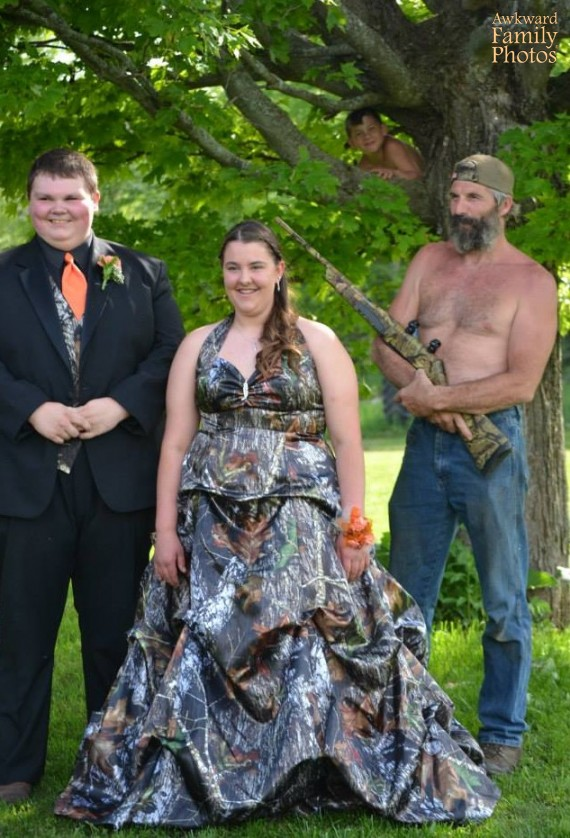worst prom photo ever, rifle totting father with son in tree photobomb, redneck family