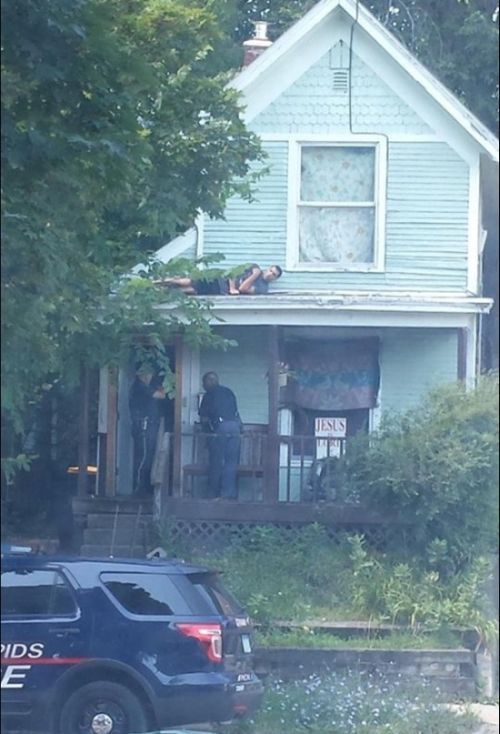 cops looking for man hiding on roof