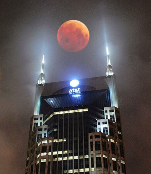 when at&t and the blood moon remind you of hobbits and rings