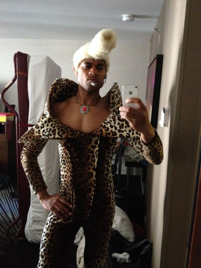 this halloween costume is hot hot hot, dj ruby rhod from the fifth element
