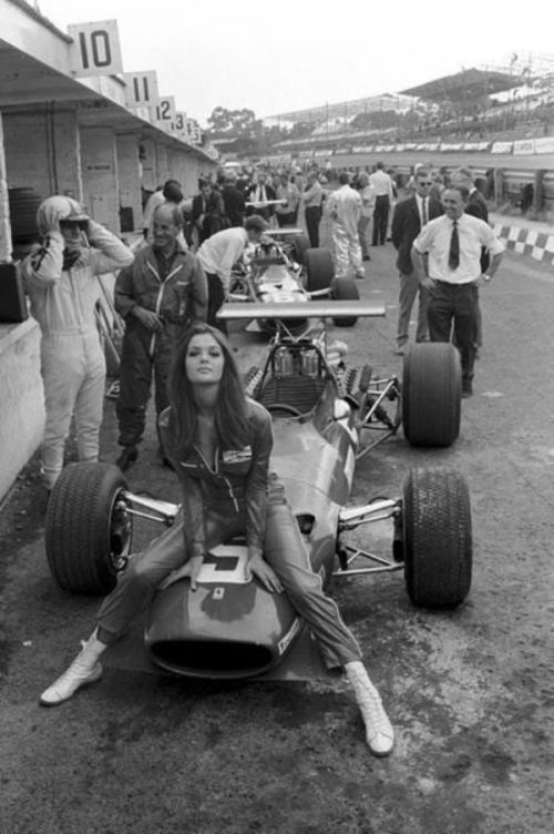 hot girl on old school f1 car