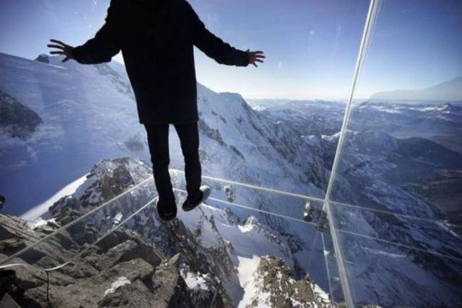 glass room at the top of the world, fear of heights
