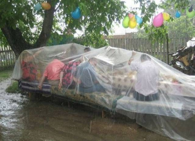 how to have a picnic in the rain, transparent plastic tarp over picnic bench at birthday party