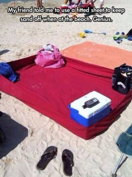 my friend told me to use a fitted sheet to keep sand off when at the beach, life hack