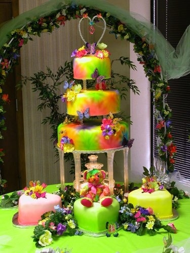 psychedelic wedding cake, wtf