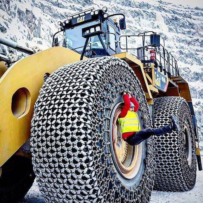 giant snow tires for mining vehicle